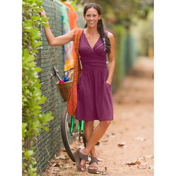 Athleta Dresses & Skirts - Athleta / Jura Dress with Pockets - Ruched V-neck